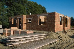 Autor_-party-_house_under_construction